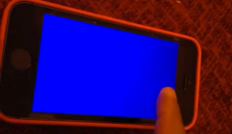"""Blue Screen of Death"" on iPhone 5S"